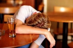 binge_drinking_alcolismo_salute_ebbrezza_ubriachezza_alcol_Italia_teenager